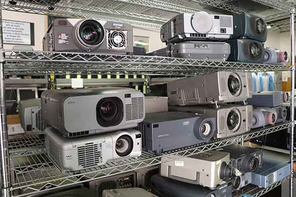 Surplus_projectors